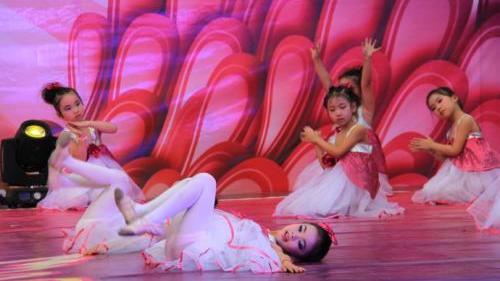 幼儿喜欢的舞蹈歌曲大全 适合幼儿园舞蹈的歌曲大全